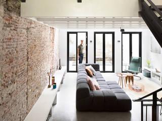 现代客厅設計點子、靈感 & 圖片 根據 BNLA architecten 現代風