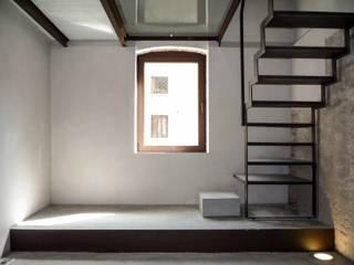006 - casa BB, restauro in centro storico: Camera da letto in stile  di depaolidefranceschibaldan architetti