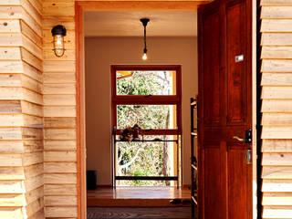 Puertas estilo rural de URBAN GEAR Rural Madera Acabado en madera