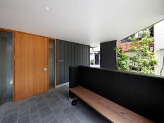 山坂の家 モダンスタイルの 玄関&廊下&階段 の 樋口章建築アトリエ モダン