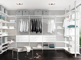 CLOS-IT - Dressing Room Shelving System Closets de estilo clásico de Regalraum UK Clásico
