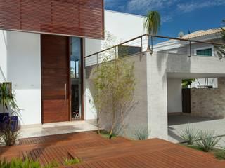 CASA TARUMÃ: Casas familiares  por Duducirvidiu Arquitetura