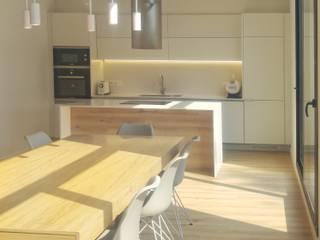 Reforma d'una planta baixa Cocinas de estilo escandinavo de Claudina Relat, arquitectura Escandinavo