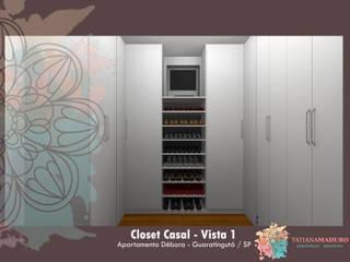 Closet Casal: Closets  por Tatiana Maduro Arquitetura . Interiores,Moderno