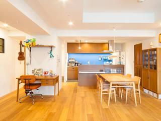 o邸-7畳の収納スペースつくり、LDKを広く モダンデザインの リビング の 株式会社ブルースタジオ モダン