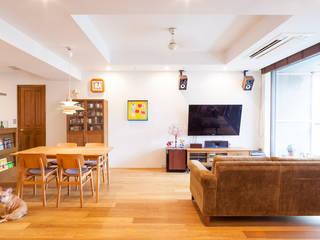 ห้องนั่งเล่น by 株式会社ブルースタジオ