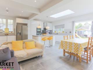 Ruang Keluarga oleh The Market Design & Build, Modern