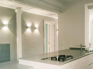 appartamento di Clara e Alessandro: Cucina in stile in stile Moderno di enrico girardi architetto