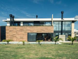 Casa Lagos por Graphitar Arquitetura LTDA Minimalista