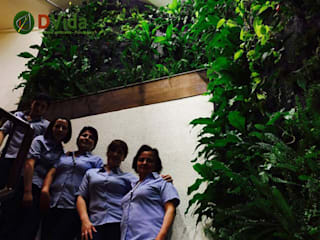 Jardin vertical-Muros verdes en interior: Edificios de Oficinas de estilo  por DVida Jardines verticales