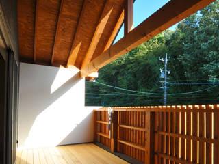 テラス: ARCHI-FACTORY architects officeが手掛けたベランダです。