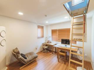 Dormitorios de estilo moderno de AAPA건축사사무소 Moderno