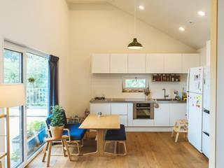 現代廚房設計點子、靈感&圖片 根據 AAPA건축사사무소 現代風