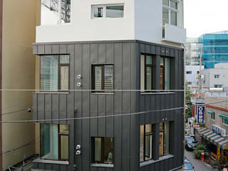 現代房屋設計點子、靈感 & 圖片 根據 AAPA건축사사무소 現代風