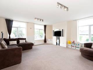 Property Conversion Livings de estilo moderno de Corebuild Ltd Moderno