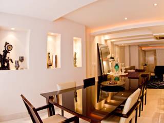 Living Black & White: Salas de jantar  por MKummel Arquitetura,Moderno