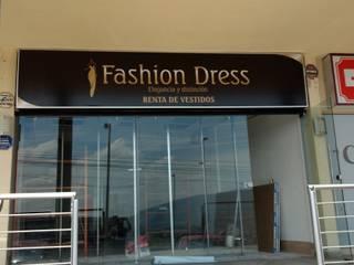 Local de renta de vestidos: Centros Comerciales de estilo  por OR Arquitectura y Construcción