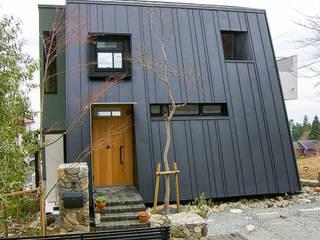 一級建築士事務所アールタイプ Casa unifamiliare Metallo Nero