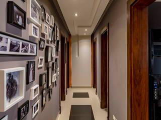 Mr.H.B. FLAT INTERIOR DESIGN ,MADINATY Pasillos, vestíbulos y escaleras de estilo moderno de RayDesigns Moderno
