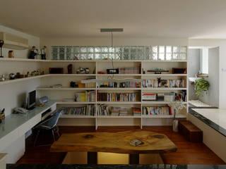 Estudios y despachos de estilo  de 築青室內裝修有限公司, Moderno