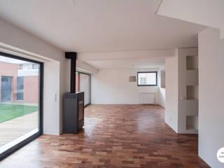 Remodelação de moradia: Salas de estar  por Matos + Guimarães Arquitectos,Moderno