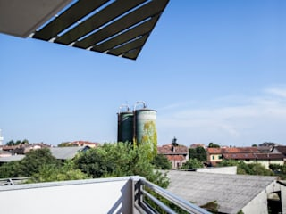 ALMA DESIGN Modern style balcony, porch & terrace