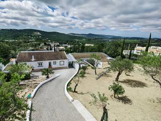 Casa MalhÃO: Casas de campo  por CORE Architects,Clássico