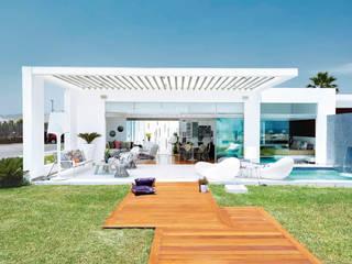 Modern houses by Karím Chaman Arquitectos Modern