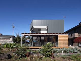 plug *studio LOOP 建築設計事務所 منزل خشبي