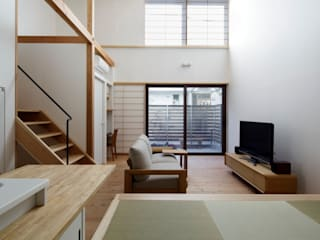 江戸川区K邸: スタジオ・スペース・クラフト一級建築士事務所が手掛けたリビングです。,オリジナル 無垢材 多色