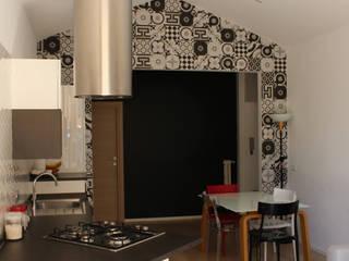 Una Casa in Casa: Cucinino in stile  di GVultaggio Creative Office