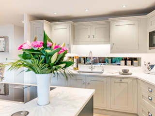 Mr & Mrs G, Kitchens - Sandbanks Raycross Interiors Built-in kitchens Wood Blue