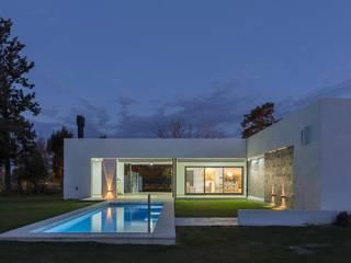 Casa CC - RESIDENCIA DE FIN DE SEMANA: Piletas de estilo  por D'ODORICO OFICINA DE ARQUITECTURA