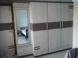 Wardrobe:  Bedroom by URBAN HOSPEX INTERIORS