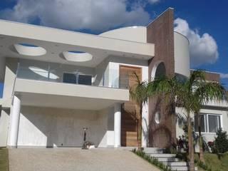 Condomínio Fazenda SerrAzul - Projeto e Construção ARAUJO MORAES EngArq por Araujo Moraes Engenharia Arquitetura Moderno