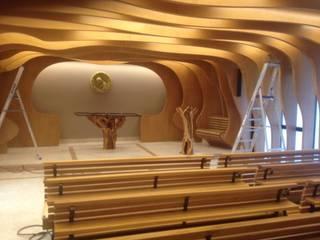 altare e leggio per cappella:  in stile  di Radice In Movimento