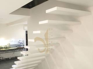Escalier suspendu en Corian par Jeremy Collin Ebeniste - créateur Moderne