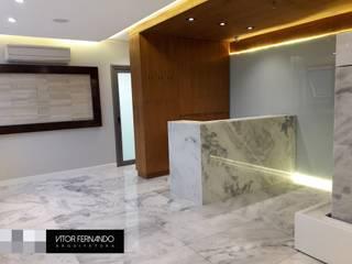 Leandro Rodrigues - PLASTIC SURGERY : Spas  por VITOR FERNANDO Architecture
