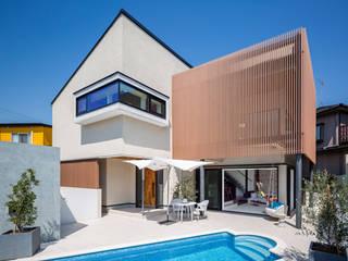 プールのある家: 株式会社ワイズデザイン一級建築士事務所が手掛けた家です。