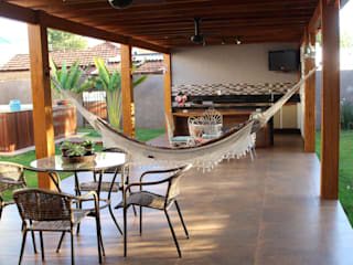 Hiên, sân thượng phong cách mộc mạc bởi Arquiteta Bianca Monteiro Mộc mạc Gỗ Wood effect