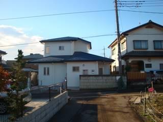 04K邸 Moderne Häuser von マルモコハウス Modern