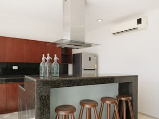 Kitchen by PORTO Arquitectura + Diseño de Interiores