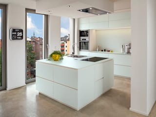 Bau- und Möbelschreinerei Mihm GmbH & Co. KG KitchenCabinets & shelves Glass White