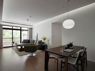 Salon moderne par 沐禾設計事務所 Moderne