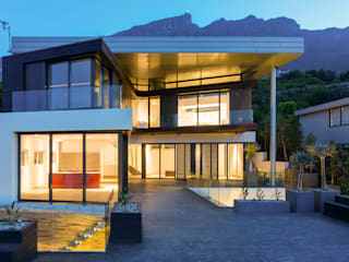 Main house facade from Pool Deck: modern Houses by sisco architects