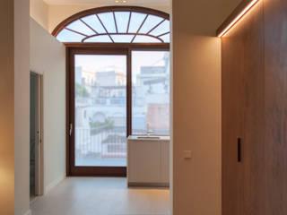 El dormitorio y la cocina: Dormitorios de estilo  de Rardo - Architects