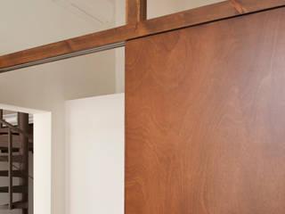 Detalle de la puerta en el dormitorio: Dormitorios de estilo  de Rardo - Architects