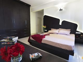 bedroom:   by Interiors by ranjani