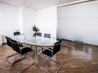 Sala riunioni: Studio in stile in stile Moderno di formatoa3 Studio