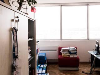 Stanza X: Studio in stile in stile Moderno di formatoa3 Studio